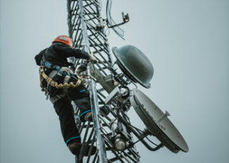 telecom-worker-climbing-antenna-tower